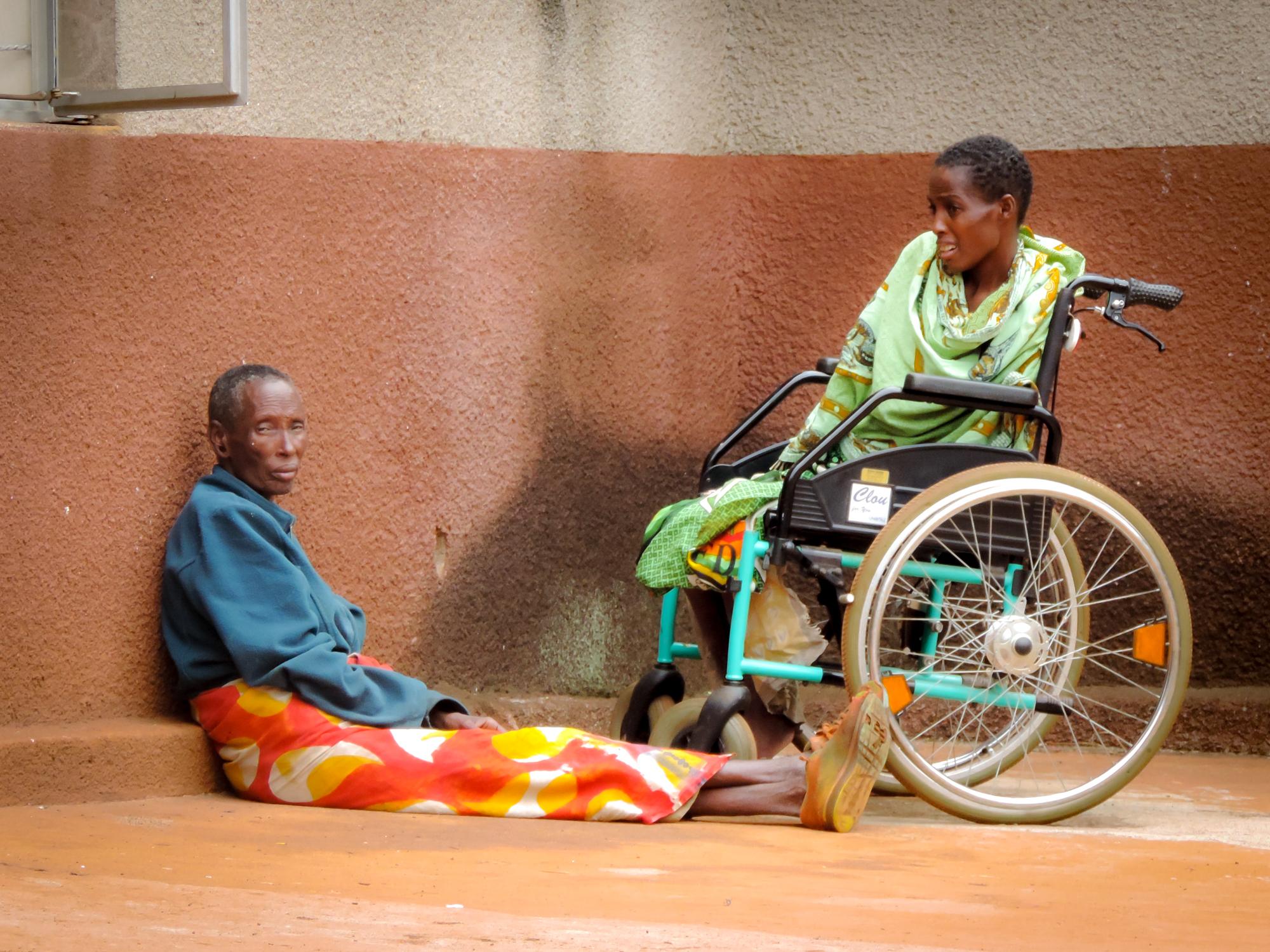 Bei vielen Patienten  wird deutlich, dass Hospitalisationen auch mit Bildung, Aberglauben  und finanziellen Schwierigkeiten zu tun haben.