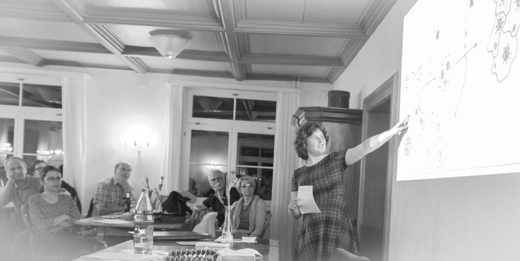 Anja Hohl aus Bern referiert über ein Projekt (Vorsorge -Gebärmutterhalskrebs in Tanzania)
