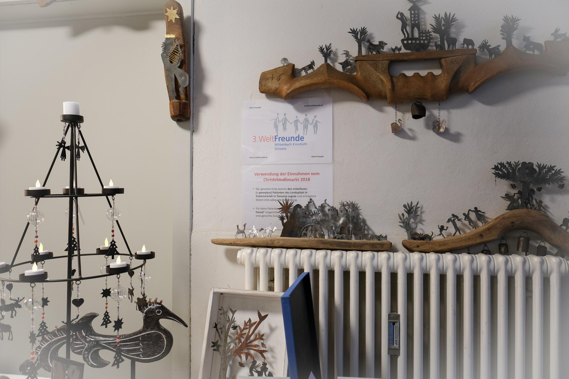 Kunstgegenstände von R. Braun werden hier erfolgreich  und zu Gunsten des Buschspitals in Endamarariek verkauft