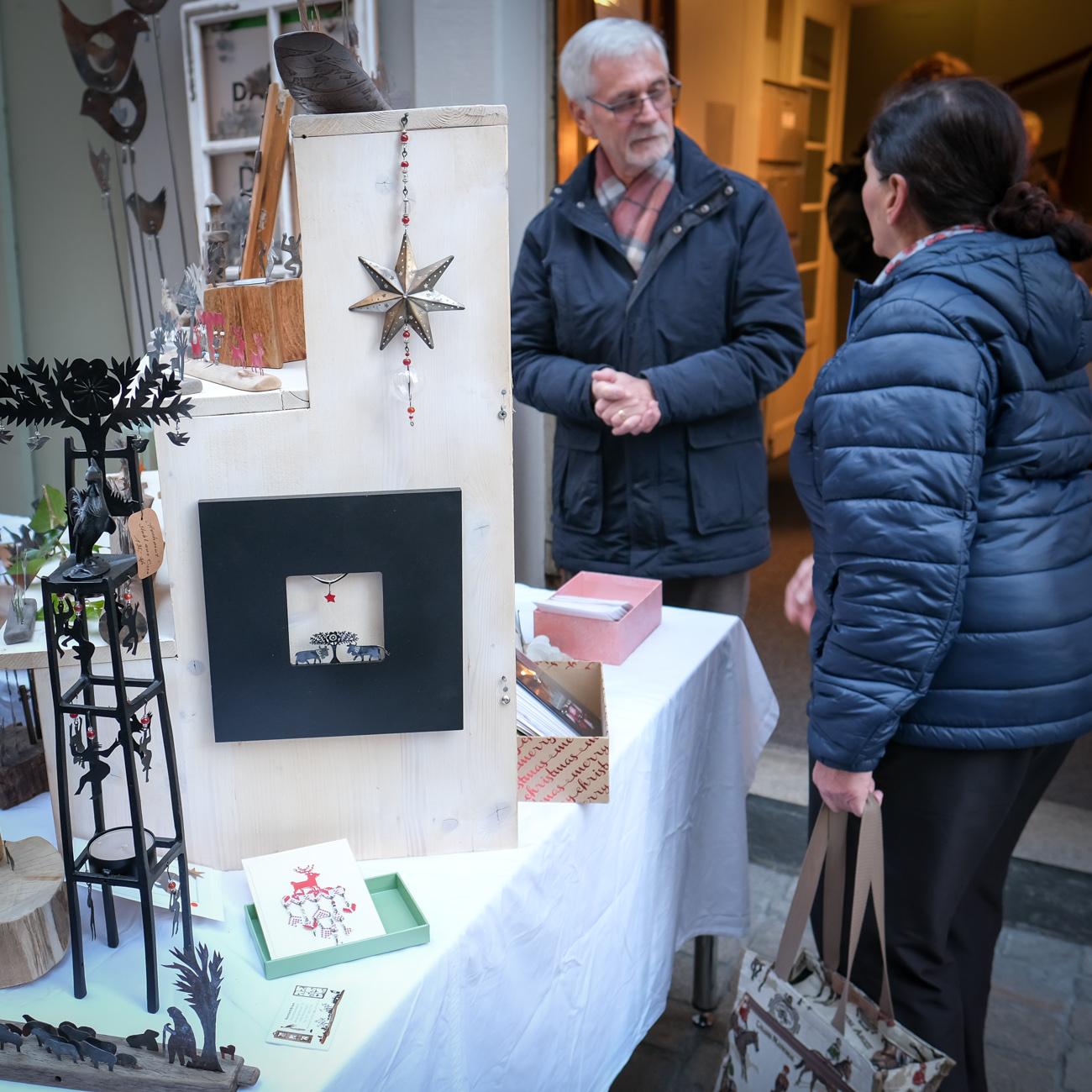 Verkauf von Kunstgegenständen zu Gunsten der 3. Weltfreunde Dez 2018