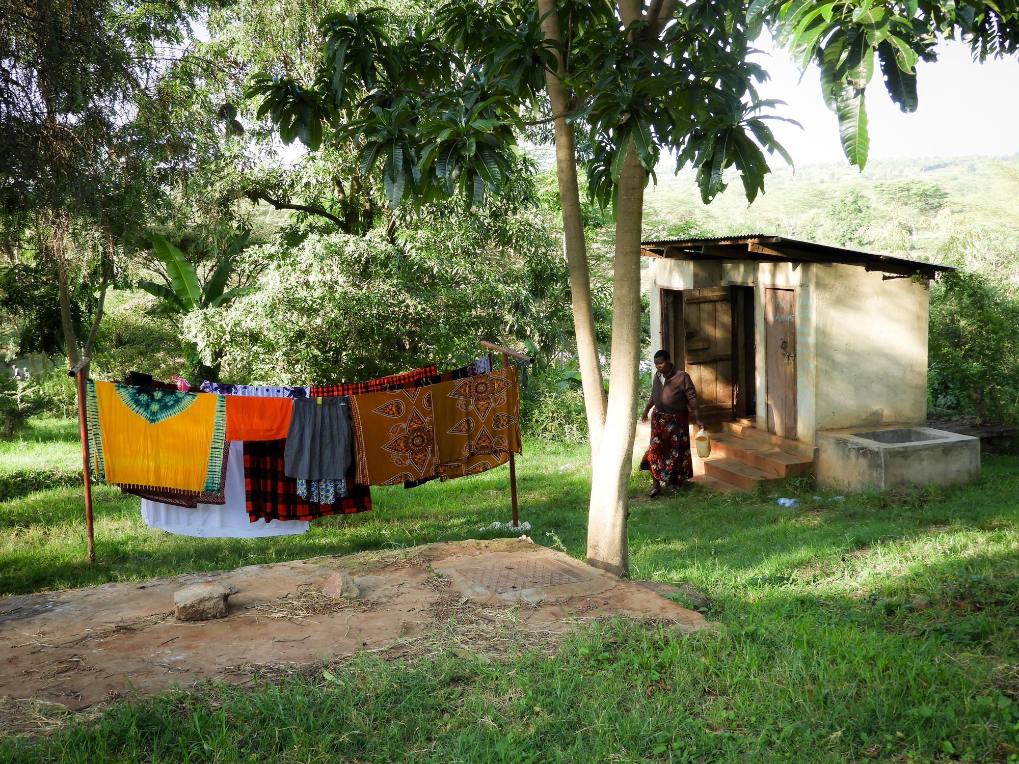 Angehörige sind verantwortlich für das Essen und die Körperpflege der Patienten.. So gibt es die Gelegenheit, im Spitalgelände zu kochen und  die Wäsche zu waschen.